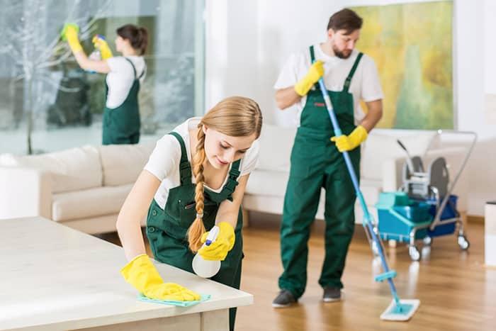 Sử dụng hóa chất dọn vệ sinh