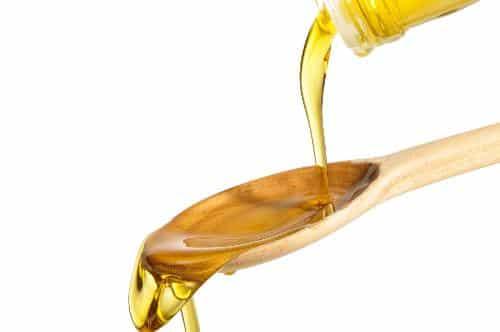 Dùng dầu ăn tẩy keo bẫy chuột