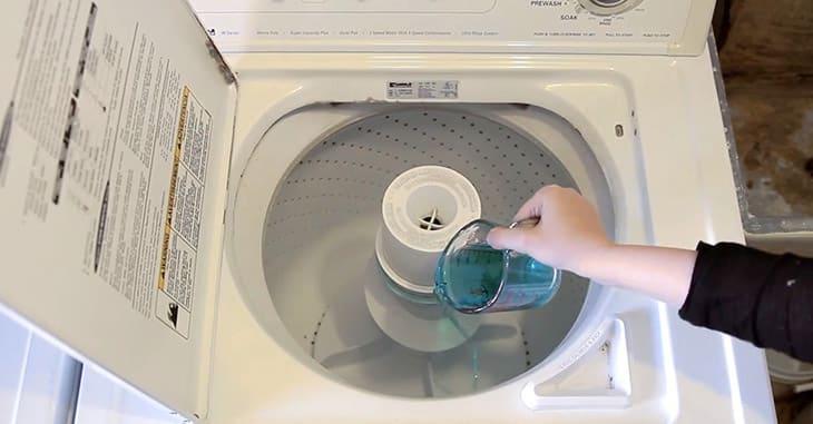 Kết hợp nước nóng và Clo vệ sinh máy giặt