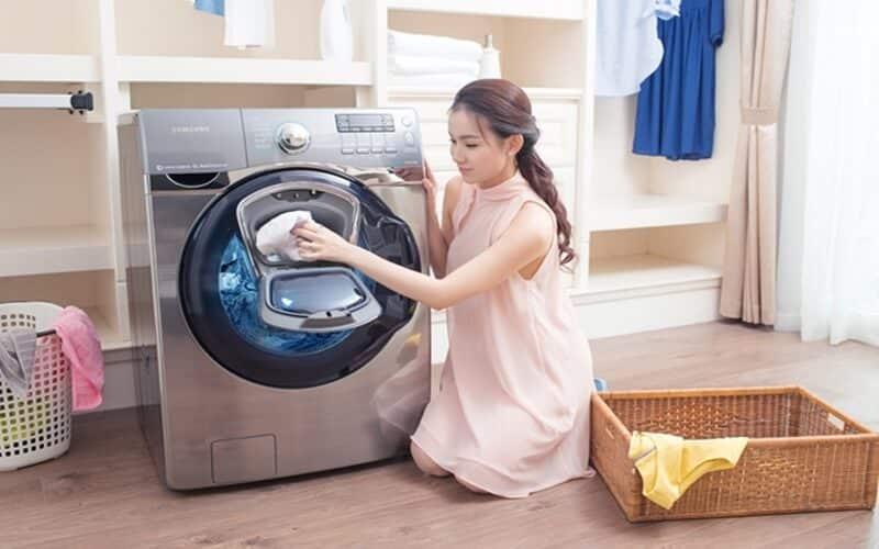 Sử dụng thuốc khử trùng để làm sạch máy giặt cửa ngang